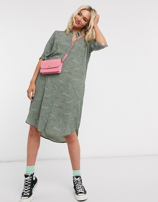 Monki Damira hand print shirt dress in green