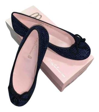 Pretty Ballerinas Blue Velvet Ballet flats
