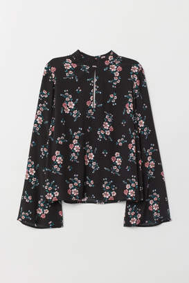H&M Trumpet-sleeved blouse