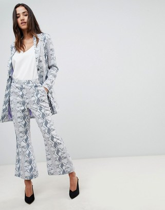 UNIQUE21 Unique 21 Cropped Flare Pant In Snake Print Co-Ord-Grey