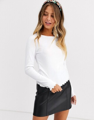New Look lettuce edge ribbed long sleeve top in white