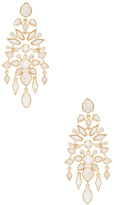 Kendra Scott Aryssa Chandelier Earring in Metallic Gold.