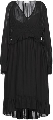 Closed Knee-length dresses