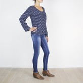 Le Temps Des Cerises Printed V-Neck Blouse with Long Sleeves