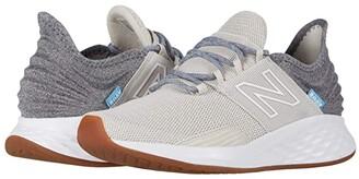 New Balance Fresh Foam Roav Tee Shirt (Black/Light Aluminum) Women's Running Shoes