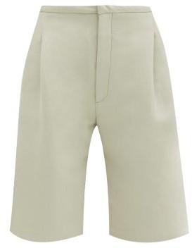 Totême Lluc Twill Bermuda Shorts - Beige