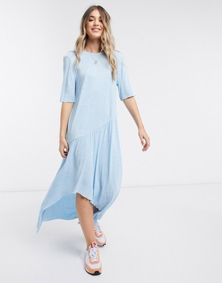 ASOS DESIGN maxi plisse dress with dip hem in blue