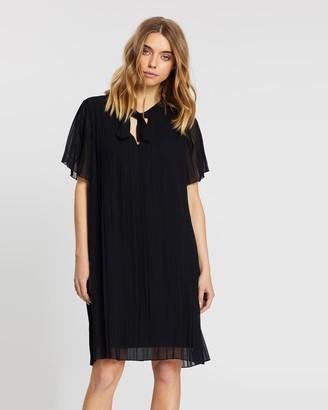 NA-KD Pleated Mini Dress
