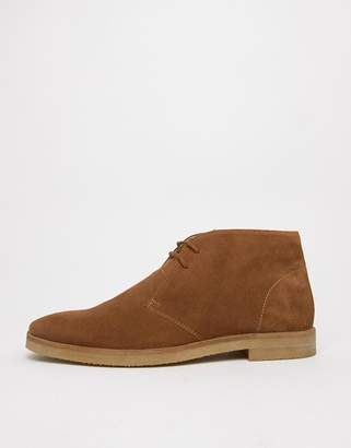 Walk London Hornchurch chukka boots in tan suede