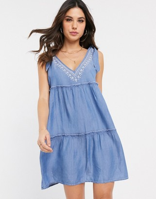 Accessorize swing dress with ruffle detailing in chambray