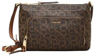 Calvin Klein H7DEJ2CB_B8L Hayden Zip Top Crossbody Bag