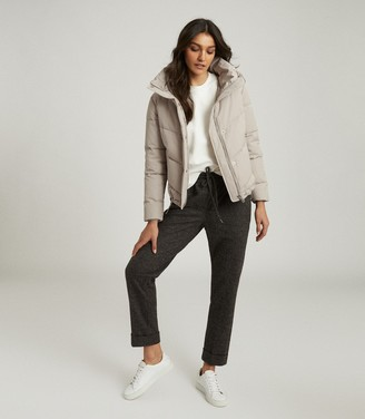 Reiss DAX SHORT PUFFER JACKET WITH SIDE ZIP Stone