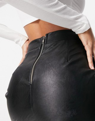 Parisian PU mini skirt with split in black