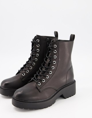 New Look chunky flat lace up boots in black