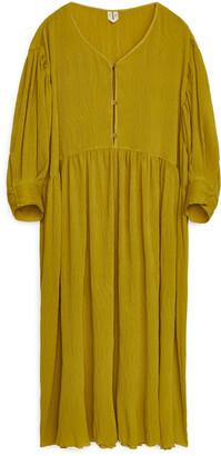 Arket Crinkle Wide-Fit Dress