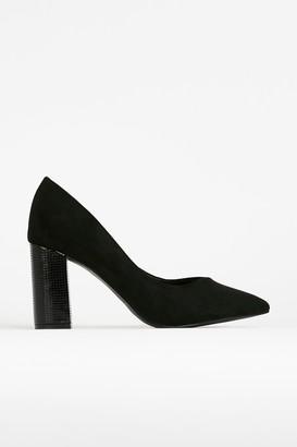 Wallis **WIDE FIT Black Pointed Court Shoe