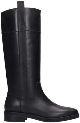 Janet & Janet Low Heels Boots In Black Leather