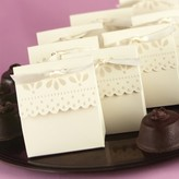 Hortense B. Hewitt Ivory Scalloped Wedding Favor Box (25 count)