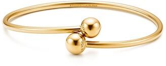 Tiffany & Co. City HardWear ball bypass bracelet in 18k gold, large