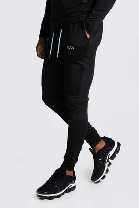 boohoo MAN Active Muscle Fit Panelled Jogger