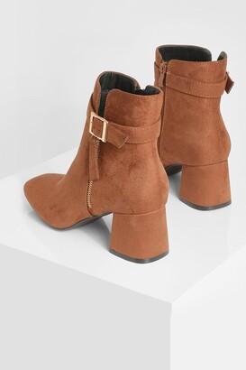 boohoo Wide Fit Zip Block Heel Boot