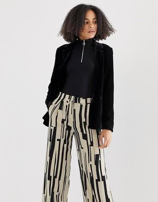 Minimum boxy velvet blazer-Black