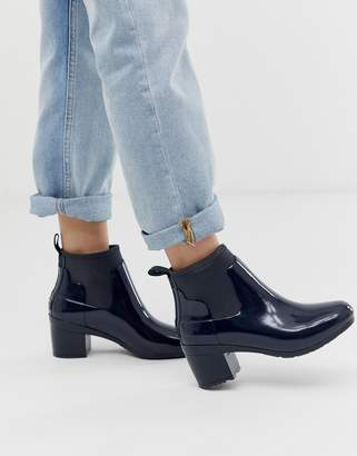 Hunter kitten heel glossy chelsea welly boot in navy