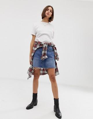 Levi's denim mini skirt with raw hem-Blue