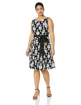 Gabby Skye Women's Plus Size Belted Floral Lace Dress