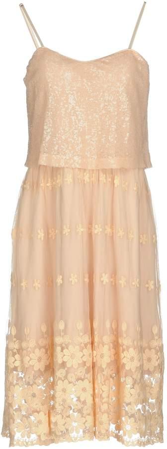 Molly Bracken Knee-length dresses - Item 34806525KD