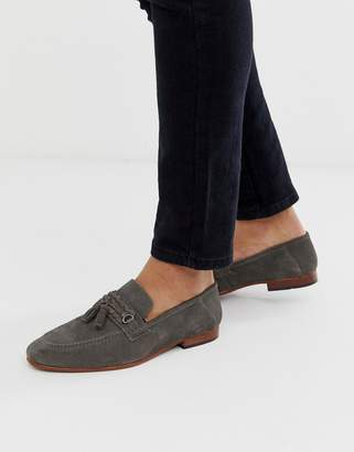 Asos Design DESIGN tassel loafers in gray suede with natural sole