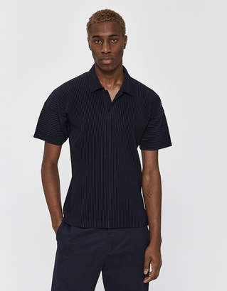 Issey Miyake Homme Plissé Homme Plisse Men's Short Sleeve Basics Collared Shirt in Navy, Size 2 | 100% Polyester