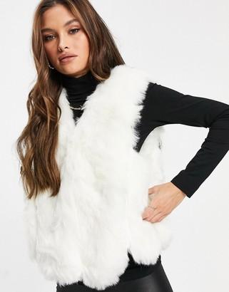Jayley faux fur short vest in cream