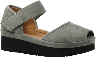L'Amour des Pieds Leather Sandals - Amadour