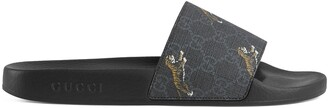 Gucci Men's GG Supreme tigers slide sandal