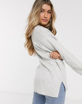 New Look v neck jumper in grey-Cream