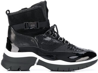 Högl Embossed Patent Boots