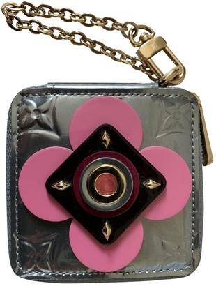 Louis Vuitton Zippy Silver Patent leather Purses, wallets & cases