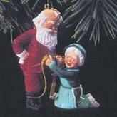 Hallmark A Fitting Moment Mr. and Mrs. Claus 8th in Series 1993 Ornament QX4202