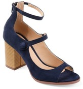 Journee Collection Hipsy Pump