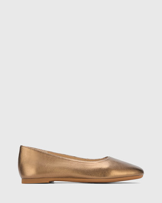 Wittner Art Leather Round Toe Flats