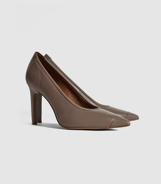 Reiss Lowri - Leather Point Toe Court Shoes in Mid Grey