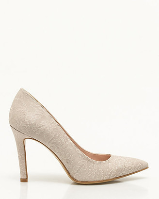 Le Château Italian-Made Lace Embossed Pump