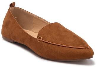 Chase & Chloe Pointy Toe Loafer