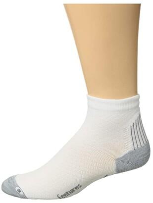 Feetures Plantar Fasciitis Relief Light Cushion Quarter (White) Quarter Length Socks Shoes