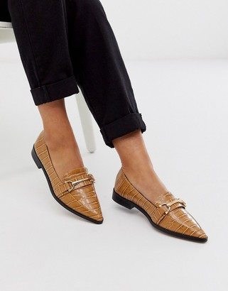 Asos Design DESIGN Master snaffle pointed flat shoes in tan