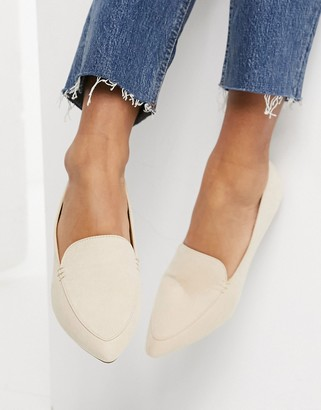 Qupid pointed loafers in beige
