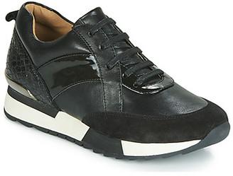 Karston SICKER women's Shoes (Trainers) in Black