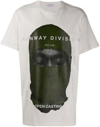 Ih Nom Uh Nit printed 'runway division' T-shirt