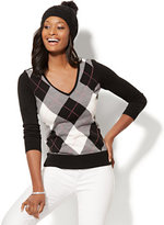 New York & Co. Waverly V-Neck Sweater - Argyle